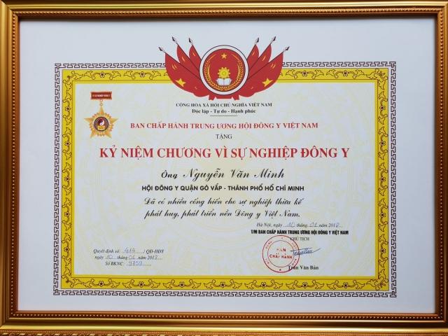 Lương y Nguyễn Văn Minh nhận Kỷ Niệm Chương Vì Sự Nghiệp Đông Y